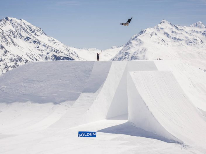 QParks: The X Snowboard Edition: Drone operator with Daniel Ausweger